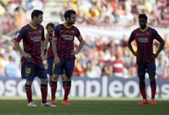 Los jugadores del Barcelona, Leonel Messi y Alex Song.