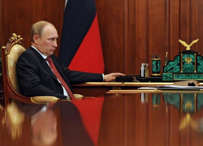 El presidente ruso, Vladimir Putin, atiende a los medios en el...