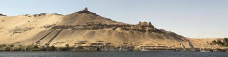 Vista de la necrópolis de Qubbet el-Hawa, en Asuán.