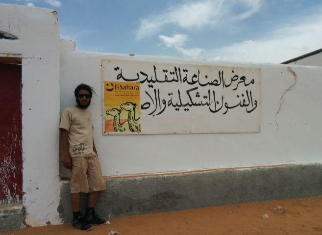 El cineasta marroquí Youness Belghazi en el campamento de refugiados...