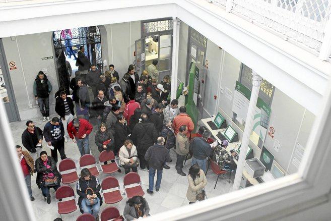 27 674 desempleados menos en el mes de abril en andaluc a for Oficina de empleo andalucia