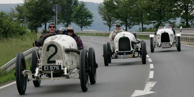 Pueden ver más imágenes de estos Opel históricos pinchando en la...