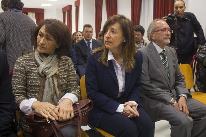 Pilar Sánchez (en el centro) durante el juicio por el 'caso...