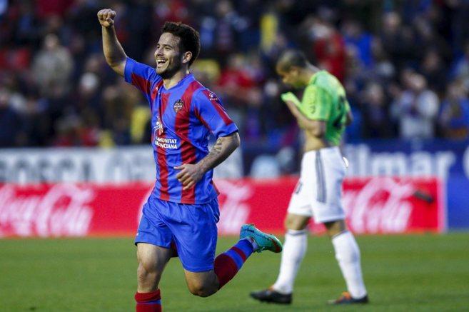 Rubén celebra el gol marcado a Osasuna esta temporada en el Ciutat de...