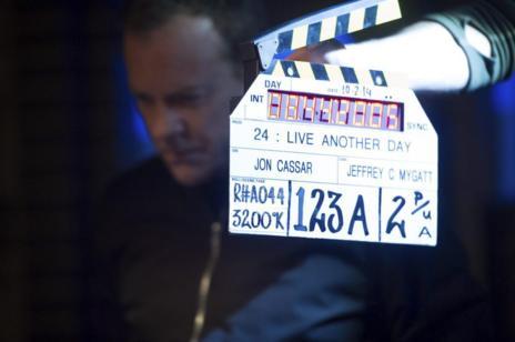 Kiefer Sutherland, justo antes de comenzar una escena.