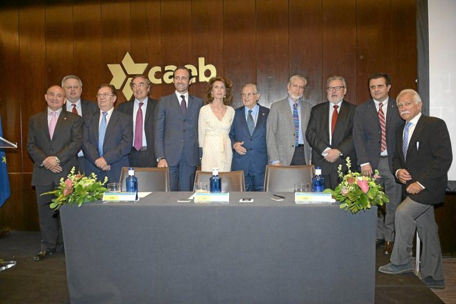 La nueva directiva de la CAEB con su presidenta, Carmen Planas, a la...