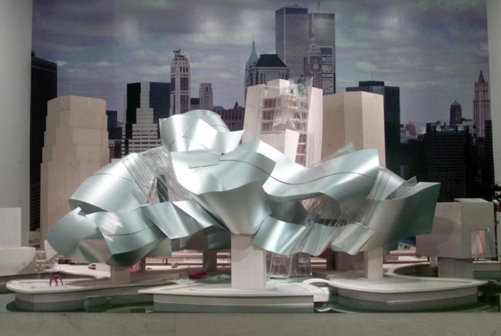 Es difícil exagerar el impacto que tuvo el Guggenheim en su mundo. El museo cambio la relación de la sociedad, de los políticos y de la economía con la arquitectura contemporánea. En cuanto a Gehry, creio un estilo reconocible, mil veces imitado: las pieles de titanio, los volúmenes ondulantes...