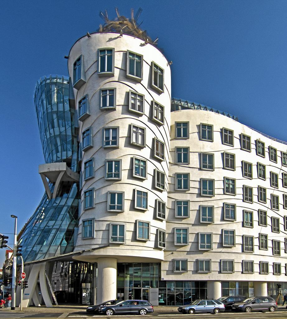 Antes del Guggenheim hubo un grann proyecto: la Casa Danzante de Praga, una reinterpretación del legado arquitectónico de la ciudad que en su momento sorprendió y que hoy parece la gran exposición de su programa arquitectónico.