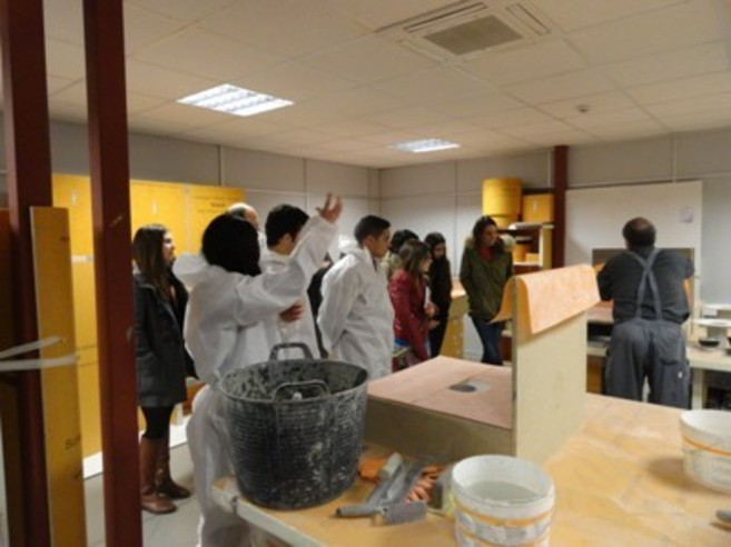 Una de las actividades que desarrolla el Aula Cerámica.