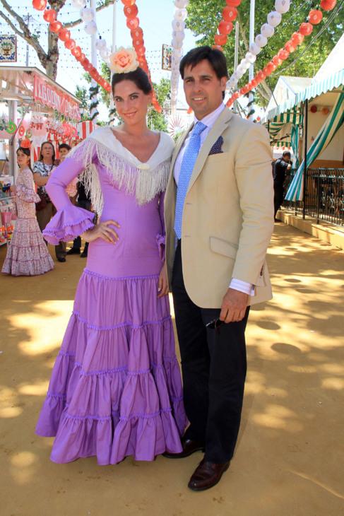 La sevillana Lourdes Montes, vestida de gitana junto a Fran Rivera, en...