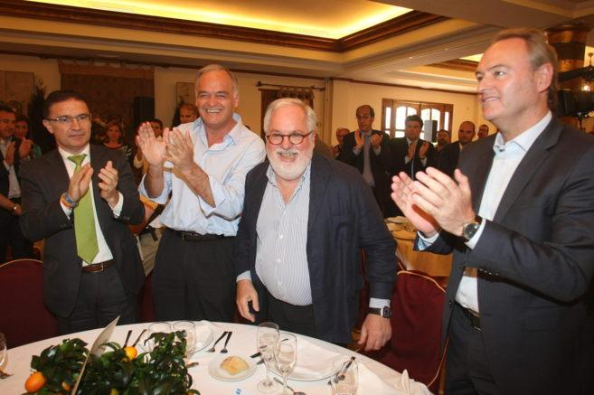 Fabra, junto a Arias Cañete, González Pons y Castellano, en el acto...