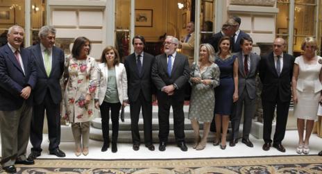Aznar y Cañete junto a otros dirigentes del Partido Popular