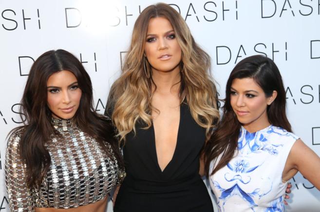 Kim (i), Khloe (c) y Kourtney Kardashian.