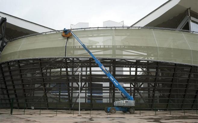 El estadio de Cuiabá durante la fase de construcción.