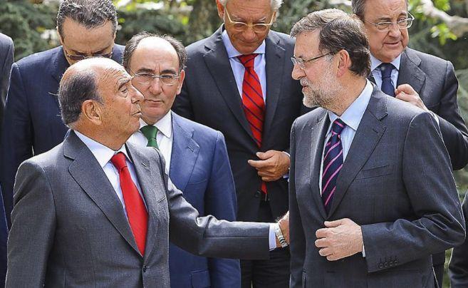El presidente del Santander, Emilio Botín y Mariano Rajoy durante la...