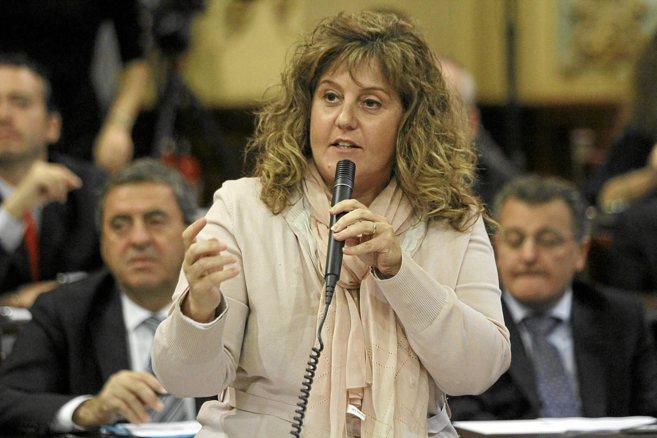La consellera Joana Maria Camps en un pleno del Parlament.