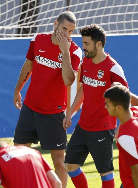 Mario y Villa bromean durante el entrenamiento.