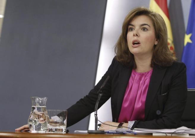 Soraya Sáenz de Santamaría, en la rueda de prensa posterior al...