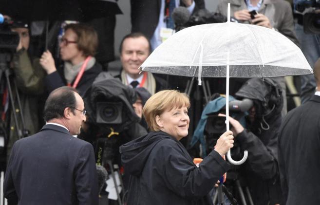 La canciller alemana recibe al presidente francés en Sassnitz, en la...