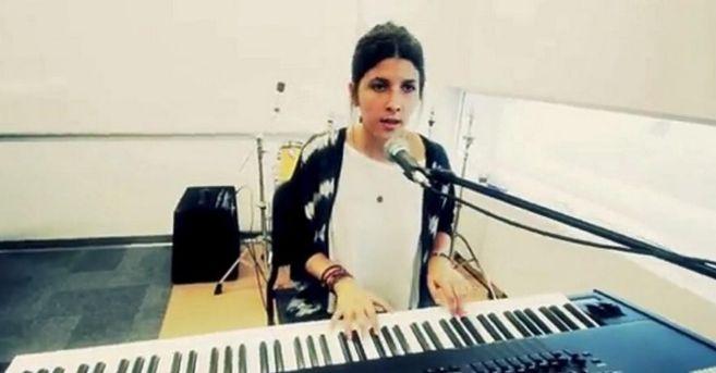 La nieta del rey Simeón de Bulgaria es muy buena al teclado, que...