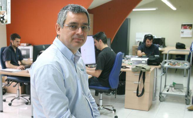 El CEO de Intesis, Josep Cerón, en la zona de Ingeniería de la...