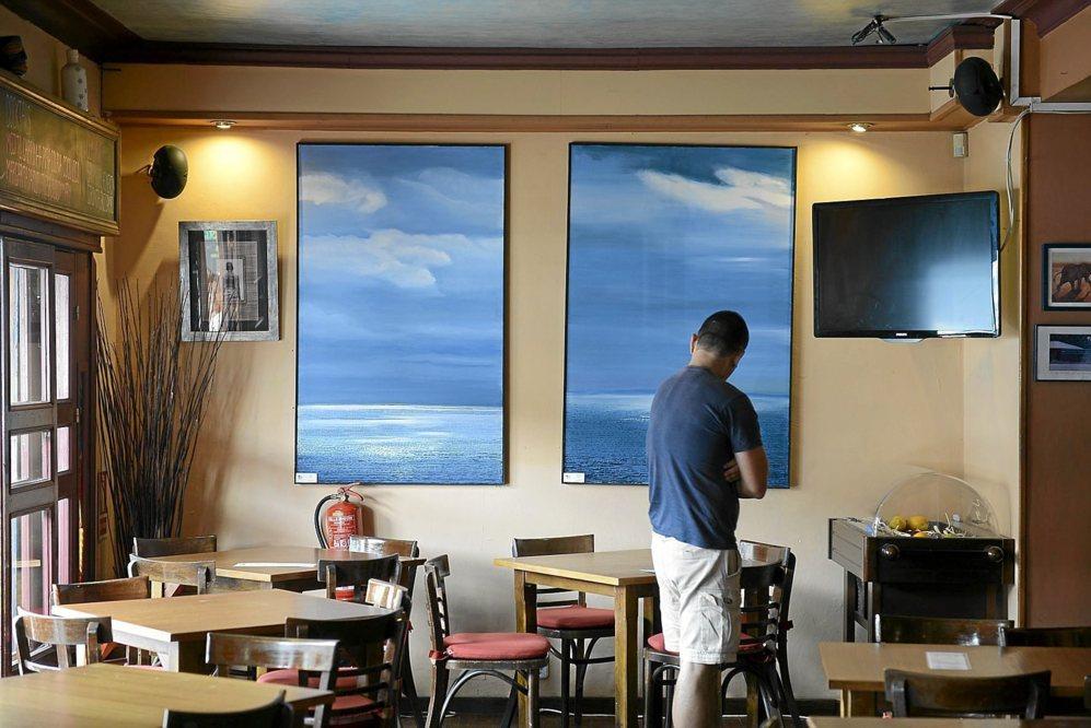 Obras de Claus Busch en el Café Zanzíbar en la plaza de la...