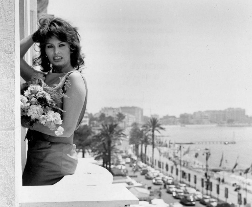 Sophia Loren, el 13 de mayo de 1959 en el balcón de una habitación...