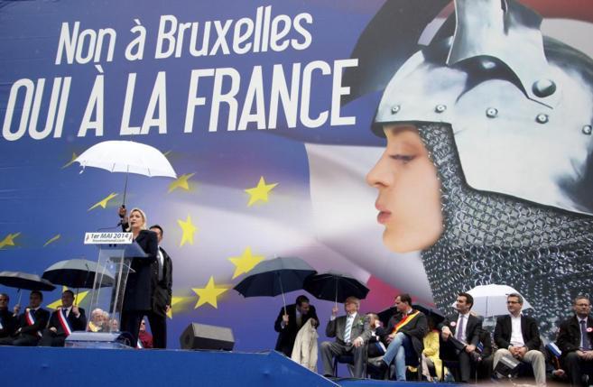 La líder del Frente Nacional francés, Marine Le Pen, en un acto...