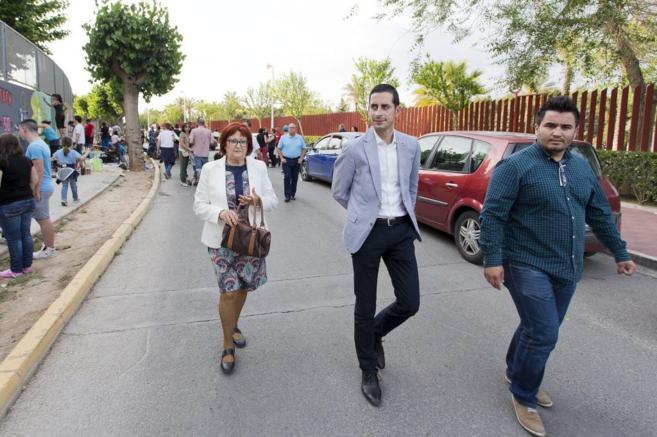 En el centro, el alcalde de Mislata, Carlos Fernández Bielsa.
