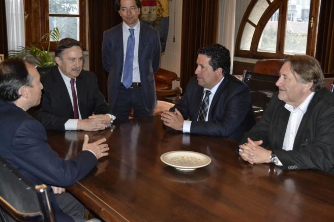 Firma del nuevo acuerdo entre el lobby Partenalia y la Unión de...