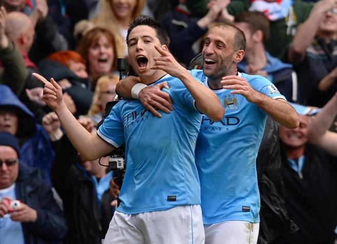 Zabaleta y Nasri celebran el primer gol al West Ham.