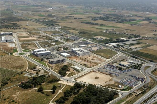 Vista aérea del polígono de Son Oms, junto al aeropuerto de Son Sant...