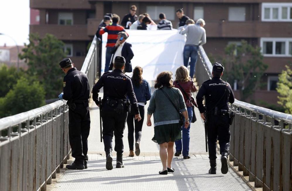La policía oculta el cuerpo de la presidenta de la Diputación...