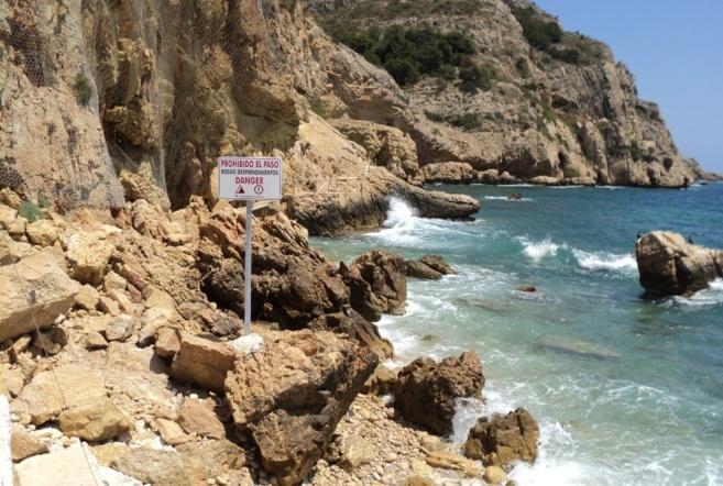 Playa del Pope o de Tangó, cerrada por riesgo de desprendimiento de...