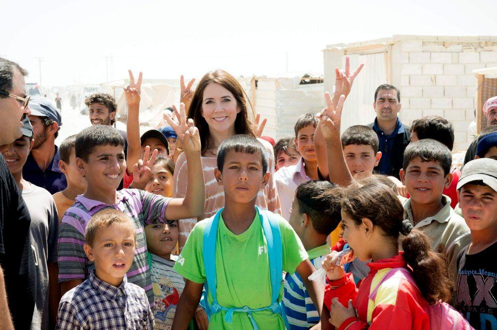 Son frecuentes sus viajes al extranjero. De este campo de refugiados...