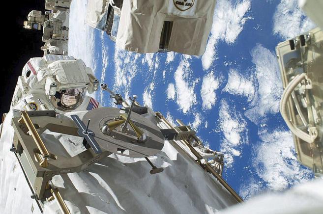 Un astronauta en el exterior de la Estación Espacial.