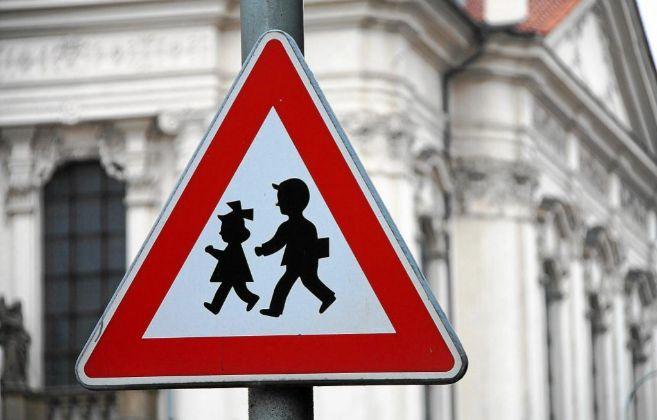 Una señal de tráfico advierte de la presencia de niños