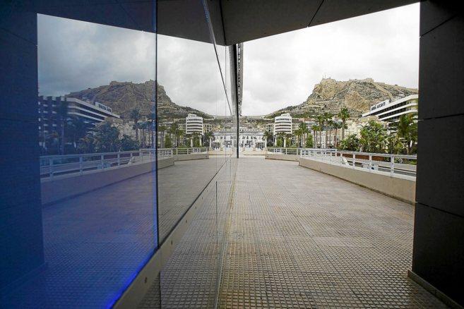 Zona de 'pubs' en el Puerto de Alicante, frente a los...