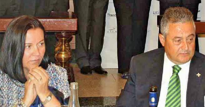 La presunta asesina, María Montserrat González, junto a su marido.