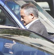 Pablo Antonio Martinez tras visitar a su mujer y su hija detenidas.
