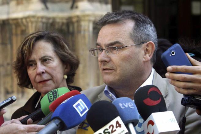 Ángel González habla con los medios tras acudir al Tribunal Superior...