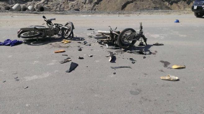 Dos motocicletas calcinadas tras las protestas.