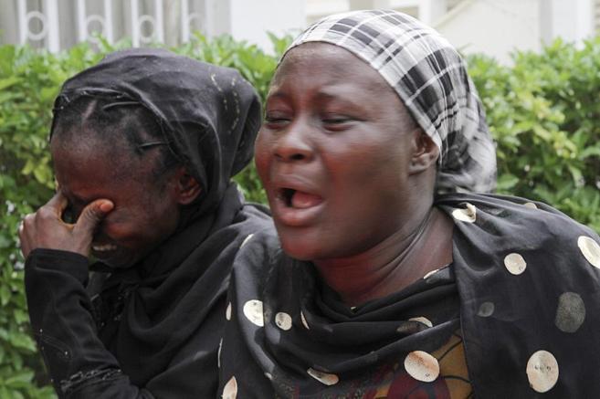 Familiares de las niñas secuestradas por Boko Haram, en Maiduguri.