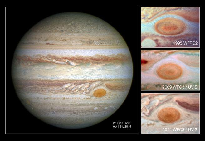 A la izquierda, la gran mancha de Júpiter, y a la derecha, tres...