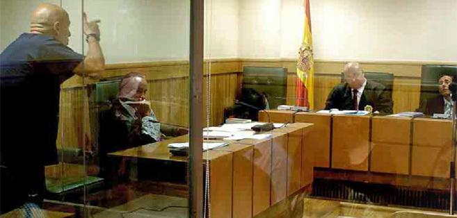 El etarra Iñaki Bilbao, referente de Ibil, amenazando al juez Alfonso...