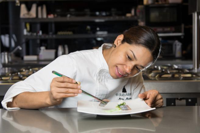 María Marte, en la cocina del Club Allard.