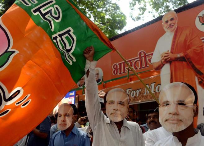 Simpatizantes del BJP celebran la victoria de su partido en las...
