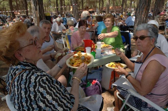 Mujeres en el almuerzo colectivo realizado en el Parque de Recreo de...