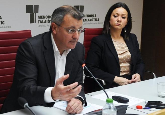 Santiago Tadeo con la consellera Marta Vidal en una rueda de prensa.