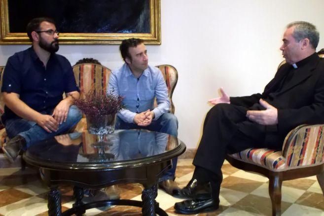 Representantes de Colegas y el obispo de Málaga, Jesús Catalá.